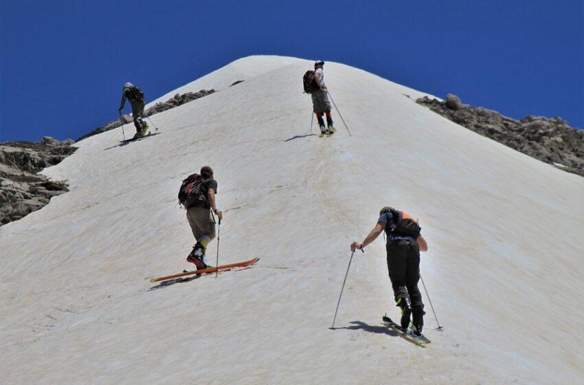 Μόνο στην Κρήτη: Σκι με βερμούδες στα Λευκά Όρη