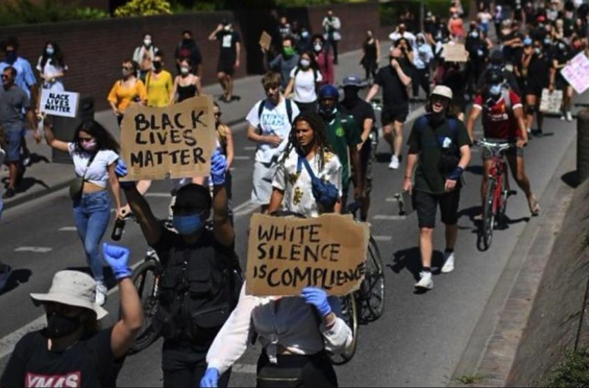 Εκατοντάδες διαδηλωτές σε Λονδίνο και Βερολίνο για τον θάνατο του Τζορτζ Φλόιντ