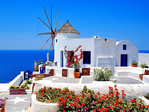 Fitch: Ο τουρισμός θα σηκώσει κεφάλι μετά το 2024