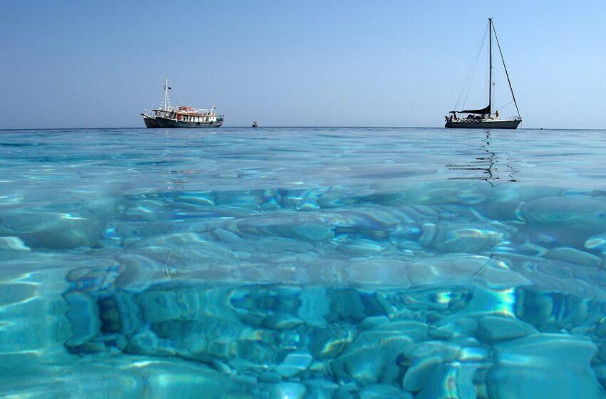 """Πέντε ελληνικά νησιά στην """"πράσινη λίστα"""" της Βρετανίας"""