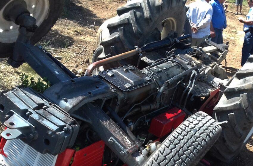 Ανατροπή τρακτέρ στη Φθιώτιδα – επιχείρηση ανάσυρσης των αγροτών από την πυροσβεστική