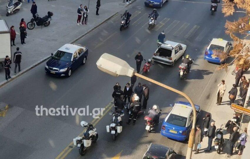 Θεσσαλονίκη: Αυτοκίνητο παρέσυρε μητέρα και τα δύο ανήλικα παιδιά της