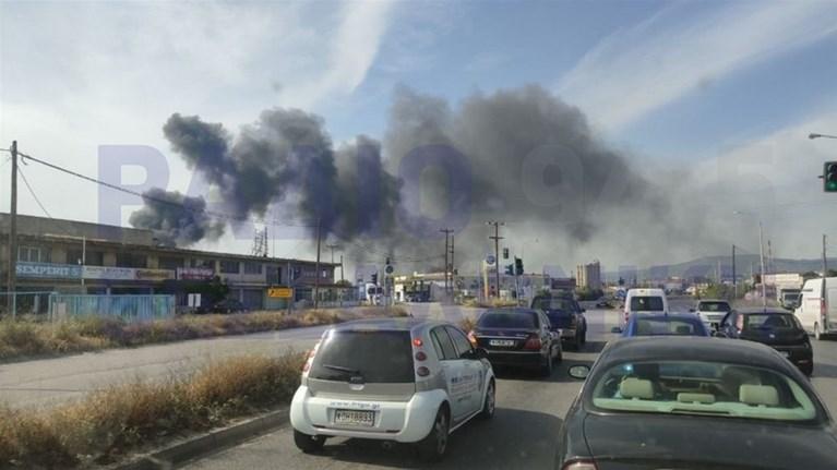 Μεγάλη φωτιά σε βιοτεχνία ελαστικών στη Θεσσαλονίκη (βίντεο)