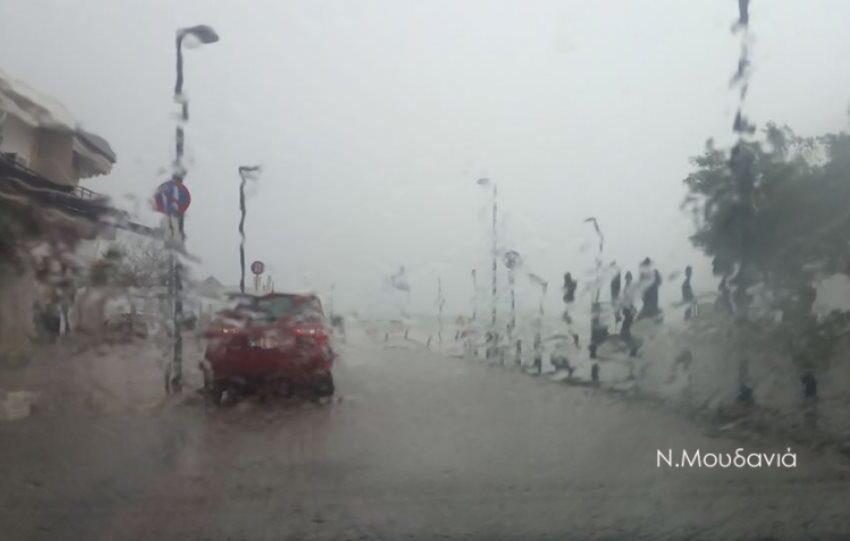 """Χαλασμός στη Χαλκιδική: """"Πνίγηκαν"""" στη βροχή Νέα Μουδανιά και Κασσάνδρα (εικόνες)"""
