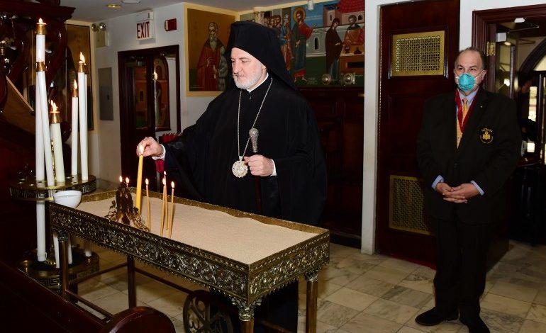 Με λαβίδες μιας χρήσης η Θεία Κοινωνία στην Αρχιεπισκοπή Αμερικής