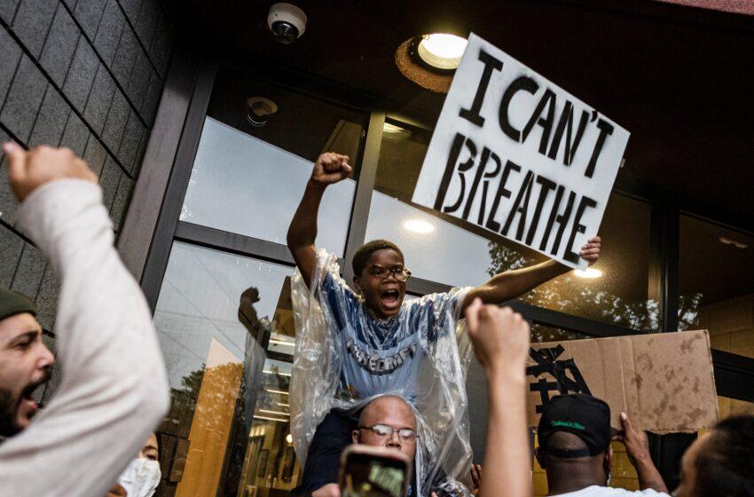 Μινεάπολις: Νύχτα φοβερών συγκρούσεων μετά τη δολοφονία του Αφροαμερικανού – Νέα βίντεο διαψεύδουν τους αστυνομικούς (vid)