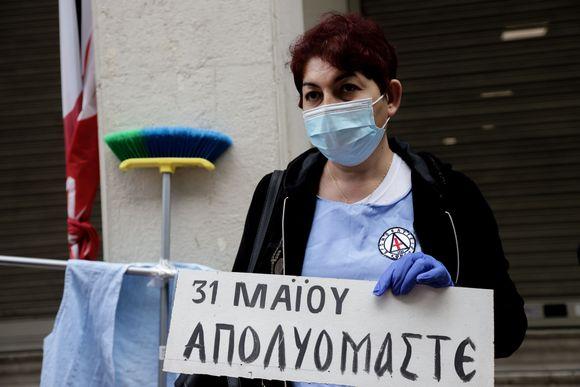 Απολύσεις σε νοσοκομεία εν μέσω πανδημίας: Διαμαρτυρία των καθαριστριών στο Ψυχιατρικό νοσοκομείο