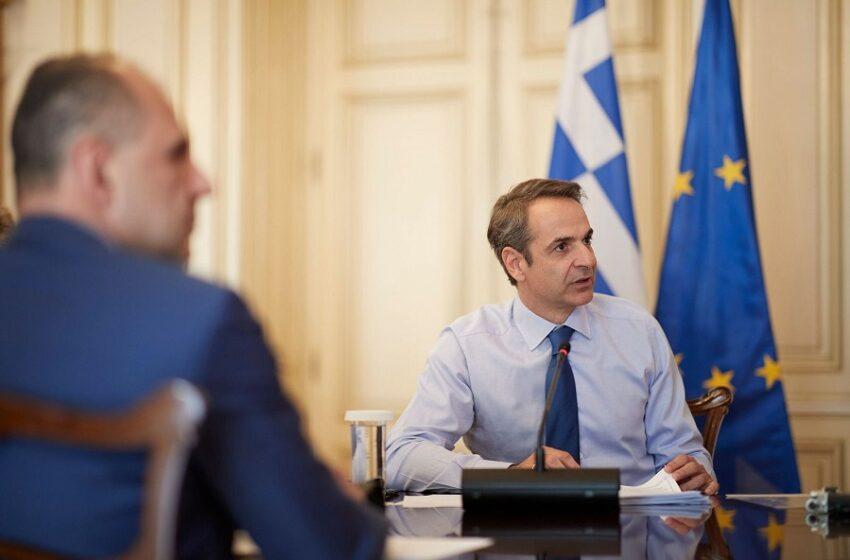Συστάσεις Μητσοτάκη σε υπουργούς: Τα ευρωπαϊκά κεφάλαια να πιάσουν τόπο, να μην τα σκορπίσουμε με την ανεμελιά του νεόπλουτου