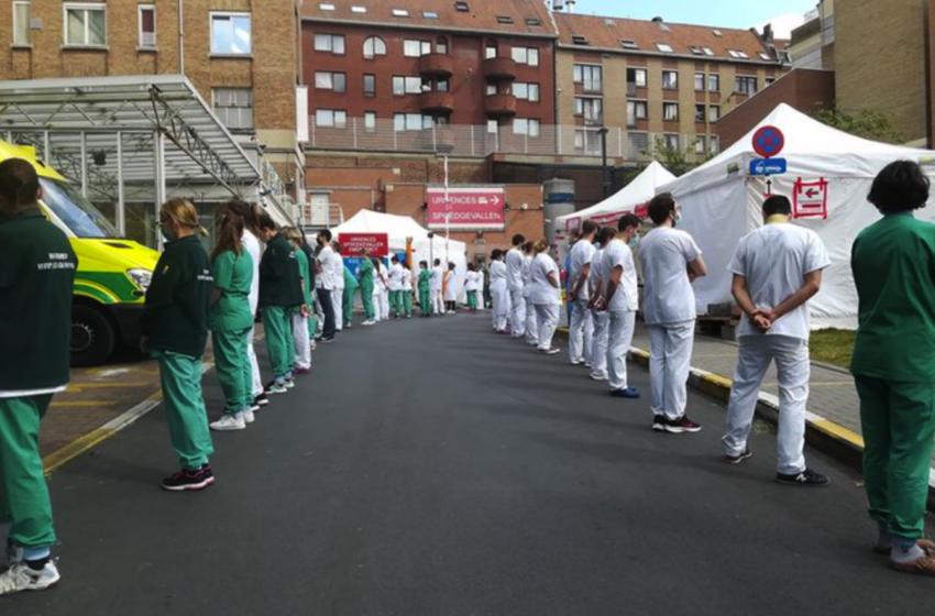 Με την πλάτη… στην πρωθυπουργό οι νοσηλευτές στο Βέλγιο