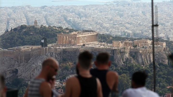 Die Zeit: Η Ελλάδα περιόρισε με επιτυχία την πανδημία και τώρα διεκδικεί τουρίστες