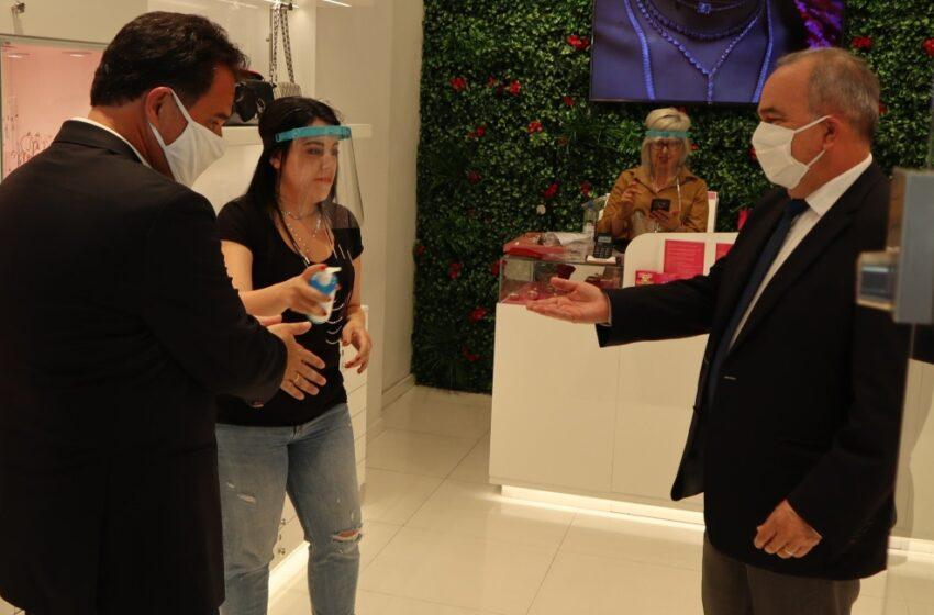 Γεωργιάδης για Mall: Υποχρεωτική η χρήση μάσκας στα καταστήματα αλλά όχι στους άλλους χώρους