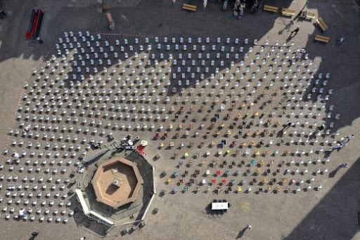 Emptychairs: Απόψε η παγκόσμια διαμαρτυρία – Στο Σύνταγμα και άλλες πόλεις