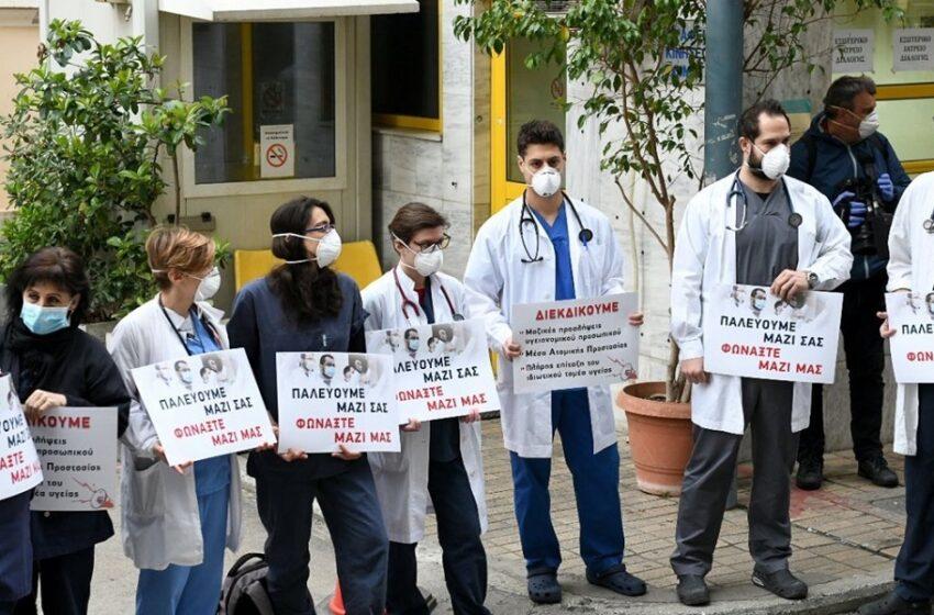 ΠΟΕΔΗΝ: Διαμαρτυρία στις πύλες των νοσοκομείων