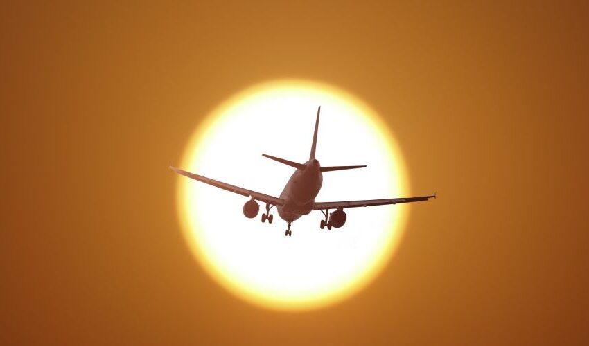 """Χωρίς τεστ 72 ωρών και με γεμάτα αεροπλάνα- Οι """"γκρίζες"""" ζώνες και οι κίνδυνοι για τον τουρισμό"""