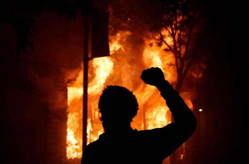 Χάος στις ΗΠΑ: Αστυνομικοί πυροβόλησαν και σκότωσαν 19χρονο κατά τη διάρκεια διαδηλώσεων για τον Φλόιντ