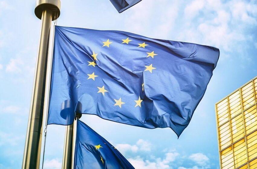 """""""Ανοίγει τα σύνορα"""" η Κομισιόν: Κανένας περιορισμός για τα πλήρως εμβολιασμένα άτομα εντός της ΕΕ"""