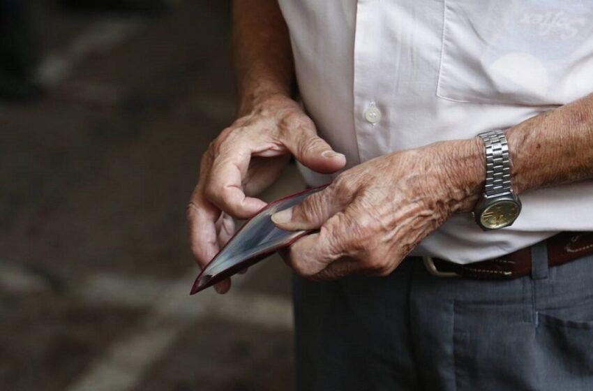 Σοκ για χιλιάδες συνταξιούχους – Μειώσεις έως και 60 ευρώ – Πού οφείλονται