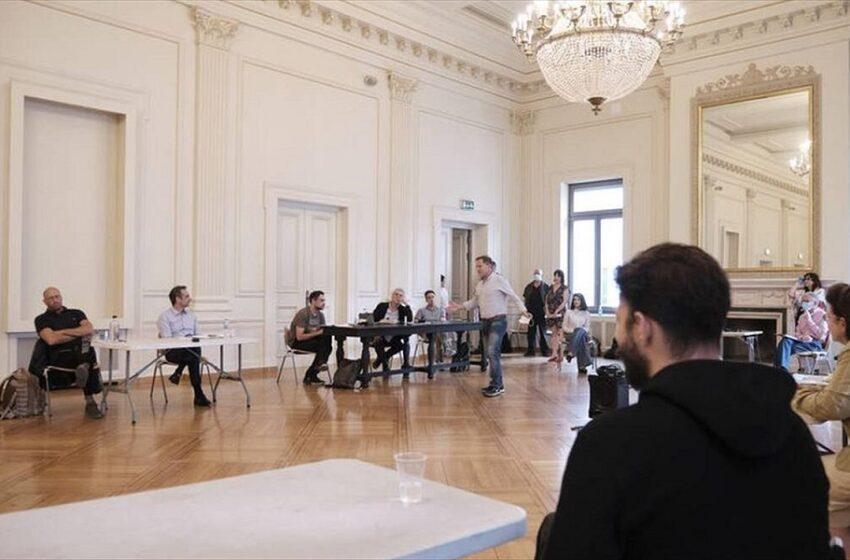Ο Κυρ. Μητσοτάκης στο Εθνικό θέατρο – Τι υποσχέθηκε για τους ανθρώπους του πολιτισμού