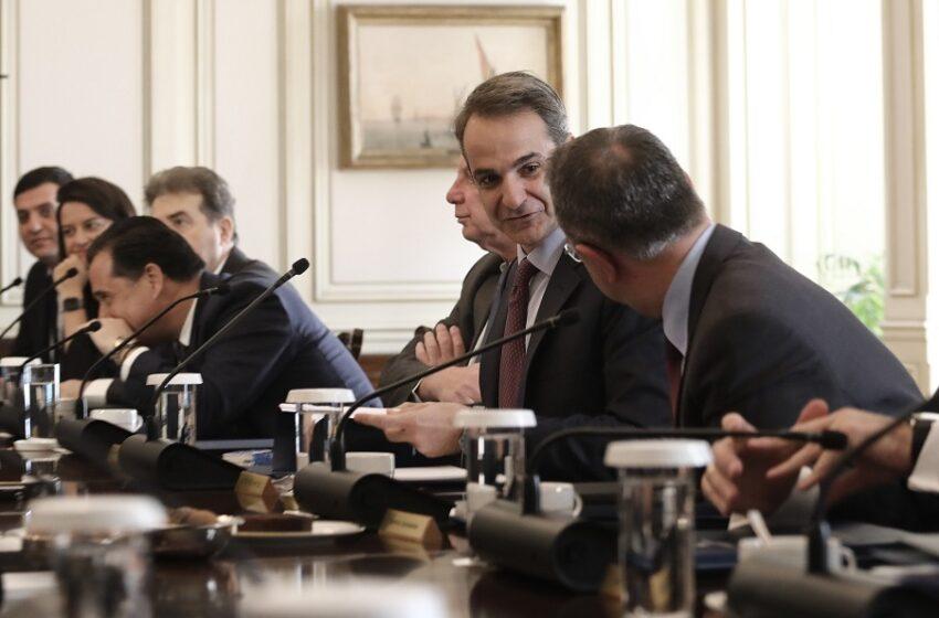 Σιγή ιχθύος για την ύφεση 9,7% – Αγνοήθηκαν (;) οι προβλέψεις του ΙΟΒΕ και Γρ. Προϋπολογισμού της Βουλής