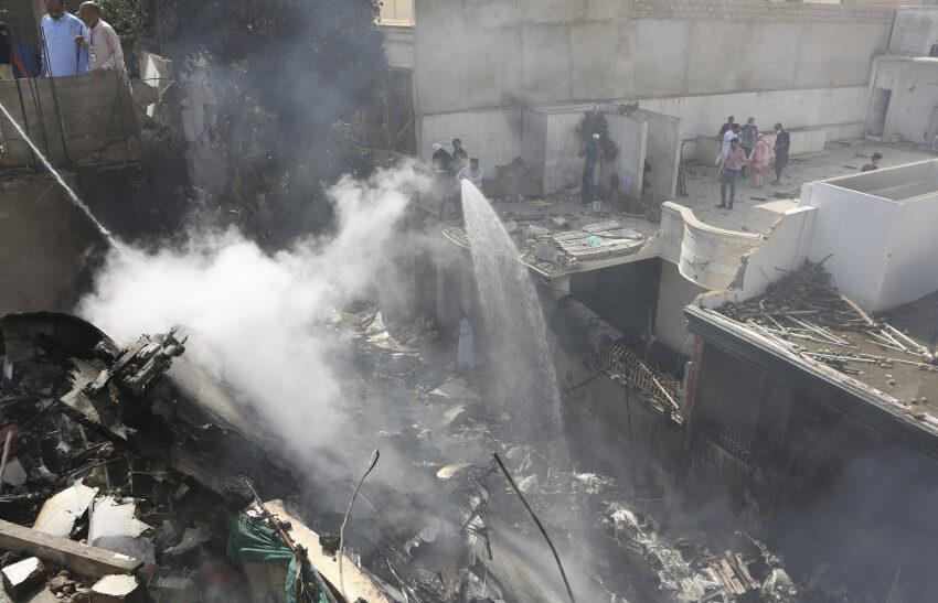 Τραγωδία στο Πακιστάν: 56 σοροί έχουν ανασυρθεί από τα συντρίμια του αεροσκάφους