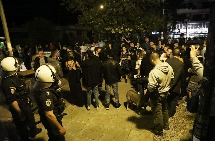"""""""Κίνημα Πλατείας"""": Εκατοντάδες νέοι σε  Λυκαβηττό, Παγκράτι, Αιγάλεω και Ακρόπολη – """"Κρυφτούλη"""" με τα ΜΑΤ στην Αγ. Παρασκευή (εικόνες, vid)"""