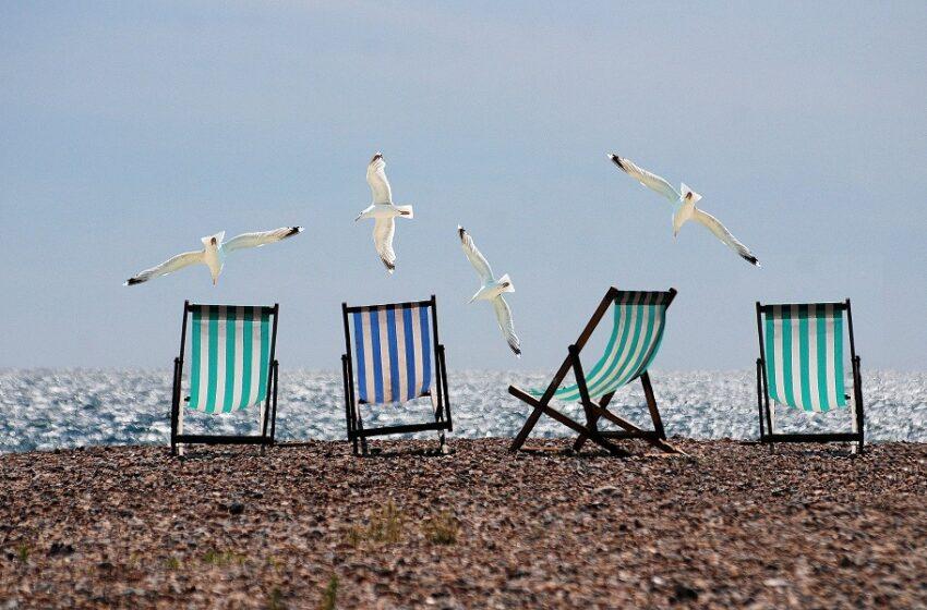 Μπάνιο με τη… μεζούρα και  μαγιάτικος καύσωνας – Είναι έτοιμες οι παραλίες στην Αττική;