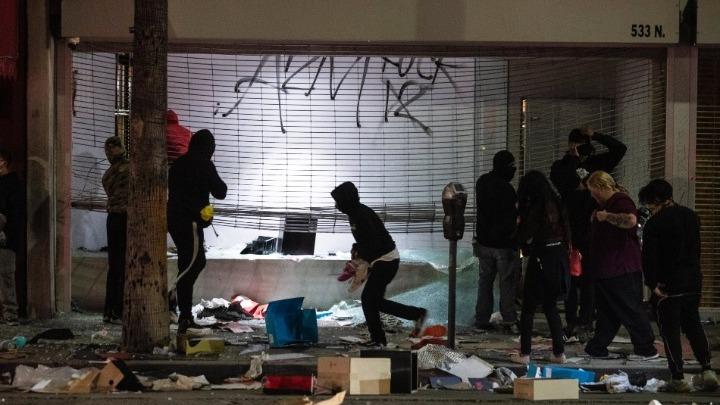 ΗΠΑ-Ταραχές: Πτώμα άνδρα βρέθηκε κοντά σε καμένο αυτοκίνητο στη Μινεάπολη