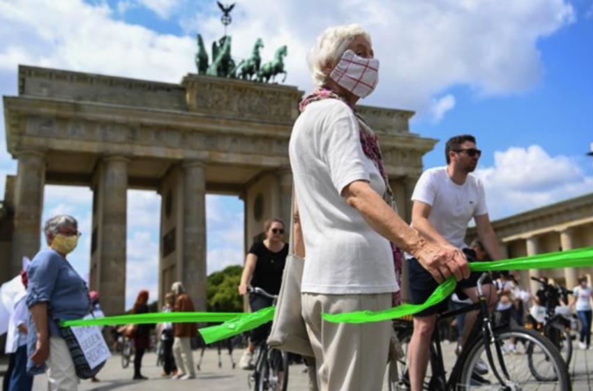 Ανθρώπινη αλυσίδα κατά του ρατσισμού και περισσότερη ισότητα στο Βερολίνο