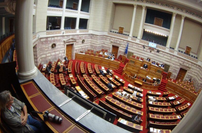 """Πολεμικό κλίμα στη Βουλή για την προανακριτική: Με """"σημαία"""" τον Καλογρίτσα η Ν.Δ- """"Ασπίδα"""" ΣΥΡΙΖΑ στον Παππά"""