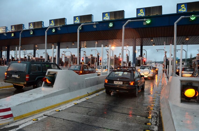 Πάνω από 70.000 οχήματα πέρασαν τα διόδια εξόδου της Αττικής το τελευταίο 24ωρο.