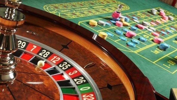 Κατάστημα στην Καλλιθέα είχε μετατραπεί σε μίνι καζίνο – Είκοσι τρεις συλλήψεις!