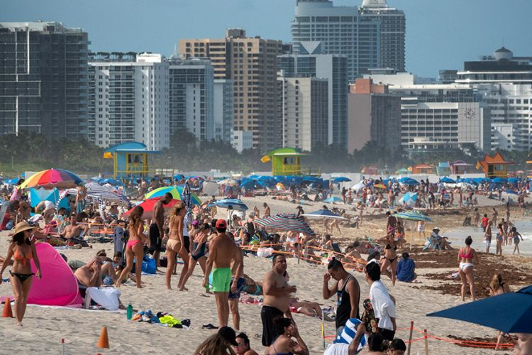 Περίπου 10.000 κρούσματα σε ένα 24ωρο στη Φλόριντα των ΗΠΑ