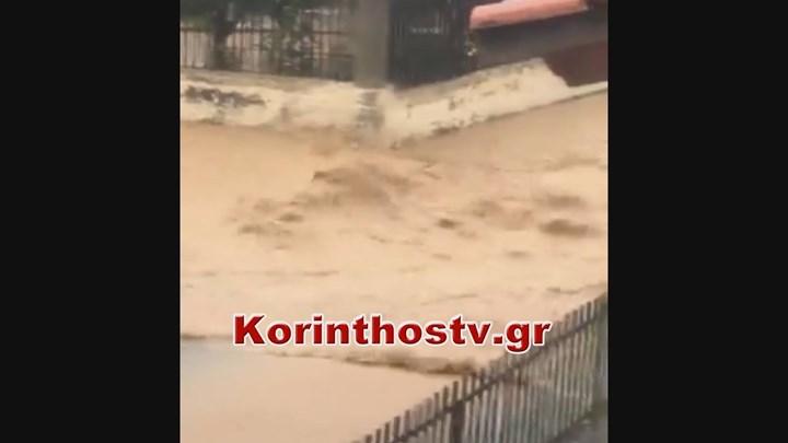 """""""Βούλιαξε"""" η Κόρινθος – Ποτάμια οι δρόμοι (vid)"""
