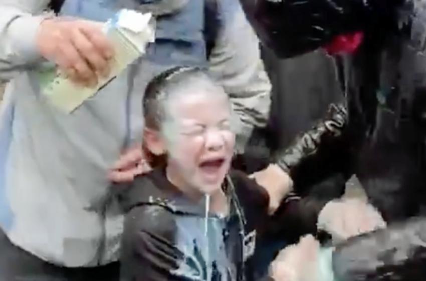 Σιάτλ: Αστυνομικοί ψέκασαν χημικά στο πρόσωπο 7χρονης σε διαδήλωση για τον Φλόιντ (vid)