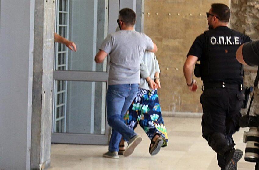 Υπόθεση Μαρκέλλας: Από την πίσω πόρτα στον ανακριτή η 33χρονη κατηγορούμενη (vid)