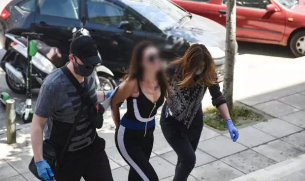 """Εισαγγελέας: Στο ψυχιατρείο η γυναίκα που μπουγέλωσε τον Χαρδαλιά – """"Επαχθές το μέτρο του εγκλεισμού"""" (vid)"""