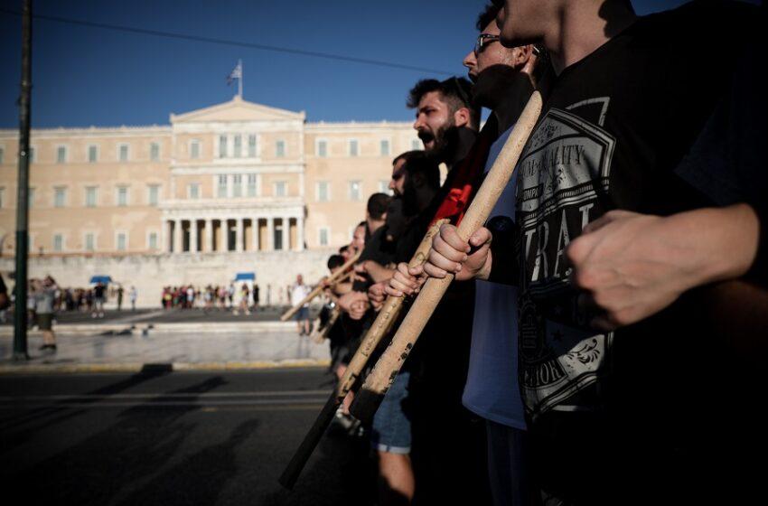 Διαδηλώσεις: Με μια απλή εντολή Δημάρχου η διάλυση – Θύελλα με το νομοσχέδιο που κατατίθεται στη Βουλή