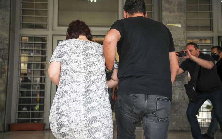"""Ενδοοικογενειακή βία πίσω από τη δολοφονία – """"Μας κακοποιούσε σεξουαλικά"""" λένε μάνα και κόρη"""