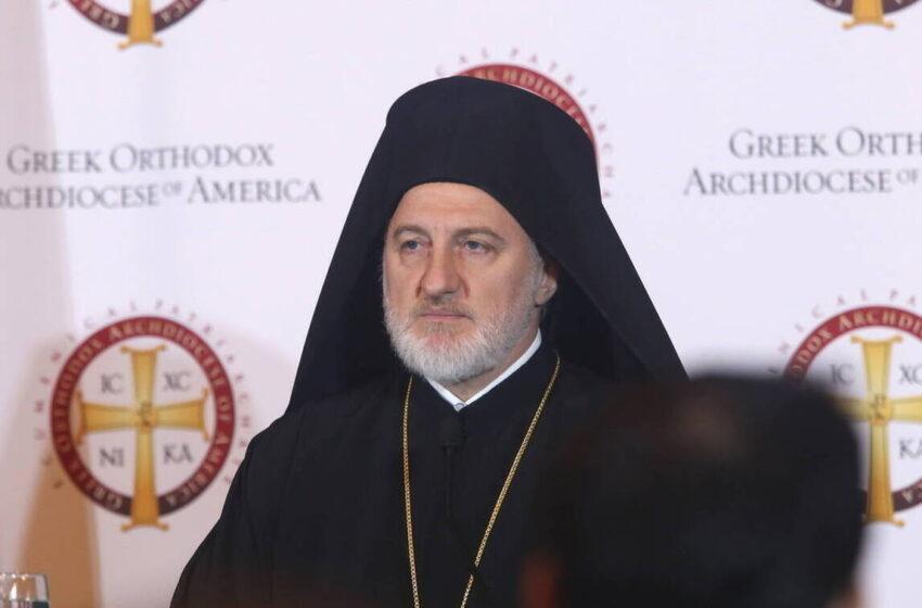 Ο αρχιεπίσκοπος Ελπιδοφόρος σε διαδήλωση για τον Φλόιντ (εικόνα)