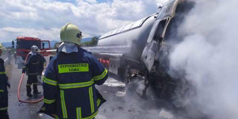 Φωτιά σε βυτιοφόρο στην Ε.Ο. Αθηνών-Θεσσαλονίκης – Νεκρός ο οδηγός