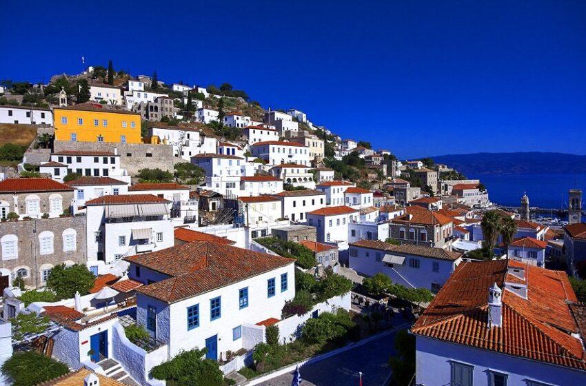 Η Daily Mail στέλνει τους Βρετανούς στα ελληνικά νησιά – Λίστα με 17 προορισμούς