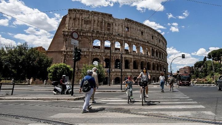 Ο κύβος ερρίφθη στη Ρώμη: Υποχρεωτική η χρήση μάσκας σε όλους τους ανοικτούς χώρους