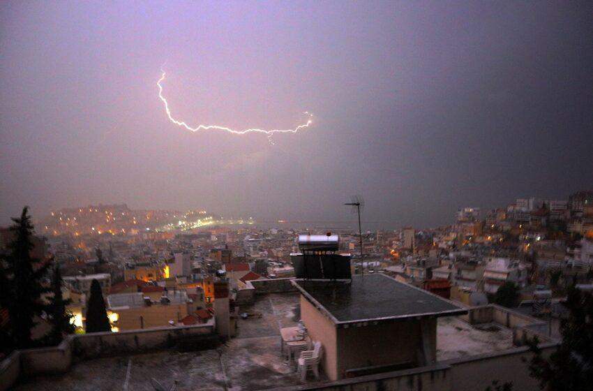 Έκτακτο δελτίο ΕΜΥ: Παραμένει σε ισχύ – Καταιγίδες τις επόμενες ώρες