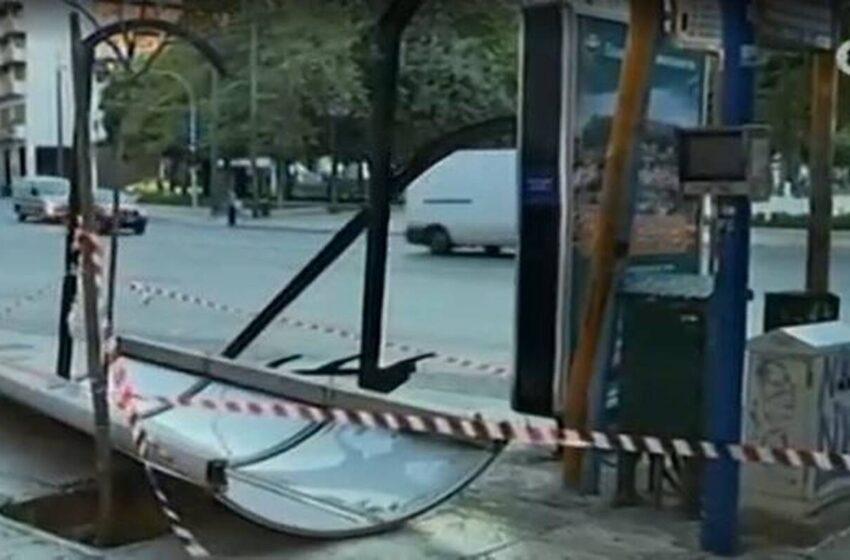 Λεωφορείο έπεσε σε στάση στο Σύνταγμα
