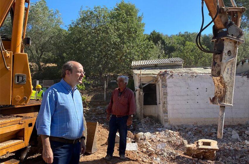 Κατεδαφίσεις  αυθαιρέτων στη Μάνδρα – Κ. Χατζηδάκης: Δεν θα συμβιβαστούμε με την αυθαιρεσία (vid)