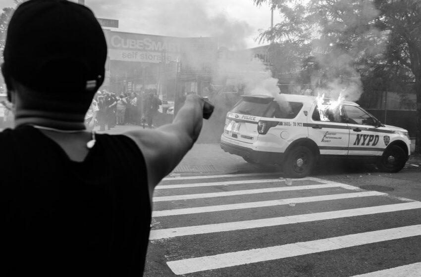 N.Y.Times: Καταστρέφετε τις προοπτικές των ανθρώπων, θα καταστρέψουν τις περιουσίες σας