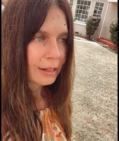Η Κατερίνα Μουτσάτσου στέλνει βίντεο από το Λος Άντζελες: Εν μέσω lockdown στρατιωτικός νόμος (vid)
