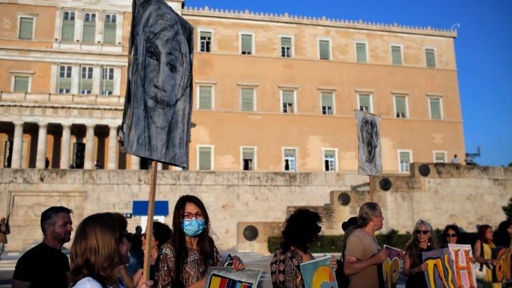 """Συγκέντρωση διαμαρτυρίας εκπαιδευτικών στο Σύνταγμα – """"Πάρτε πίσω τις αλλαγές, μόρφωση ολόπλευρη για τους μαθητές"""""""