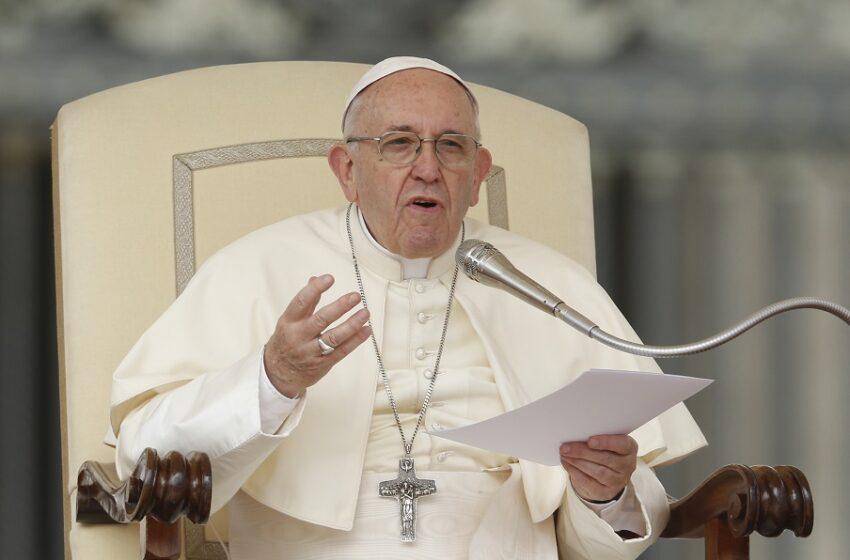 Άρση πατέντας εμβολίων: Υπέρ της πρότασης Μπάιντεν και ο Πάπας