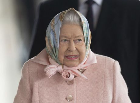 Η βασίλισσα Ελισάβετ βγήκε από την καραντίνα και στα 94 χρόνια της κάνει ιππασία (εικόνες)